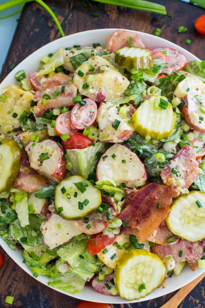 Salată de cartofi și castraveți murați